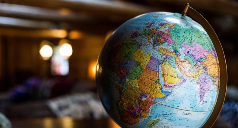 Bola del mundo. Al Sur, los países pobres. Al Norte, los que resultan un polo de atracción para muchos habitantes de aquellas zonas
